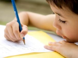 midia-indoor-menino-aluno-estudante-estudar-livro-livraria-biblioteca-ensino-escola-estudo-colecao-pagina-papel-crianca-conhecimento-aprender-literatura-leitor-leitora-jovem-1271192909740_1024x768